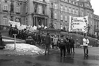 Manifestation CEGEP, Mars 1967 (entre le 28 et le 24), devant l'assemblee nationale<br /> <br /> PHOTO : Agence Québec Presse -