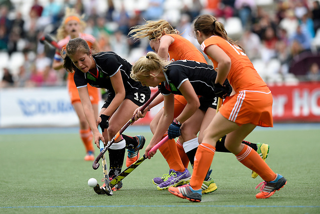 GER - Mannheim, Germany, May 25: During the U16 Girls match between The Netherlands (orange) and Germany (black) during the international witsun tournament on May 25, 2015 at Mannheimer HC in Mannheim, Germany. Final score 1-1 (1-0). (Photo by Dirk Markgraf / www.265-images.com) *** Local caption *** (l-r)Sonja Zimmermann #13 of Germany, Isa van Spronsen #9 of The Netherlands, Emely Vysoudil #10 of Germany, Julie can Dam #19 of The Netherlands