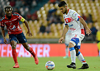 MEDELLÍN - COLOMBIA, 28-04-2018:  Didier Moreno (Izq) jugador del Medellín disputa el balón con Julian Guillermo (Der) de Deportivo Pasto durante el partido entre Deportivo Independiente Medellín y Deportivo Pasto por la fecha 18 de la Liga Águila I 2018 jugado en el estadio Atanasio Girardot de la ciudad de Medellín. / Didier Moreno (L) player of Medellin vies for the ball with Julian Guillermo (R) player of Deportivo Pasto during match between Deportivo Independiente Medellin and Deportivo Pasto for the date 18 of the Aguila League I 2018 played at Atanasio Girardot stadium in Medellin city . Photo: VizzorImage/ León Monsalve / Cont