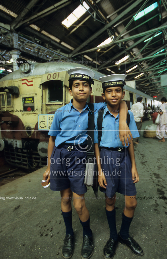 "Asien Indien IND Megacity Mumbai Bombay .junge Seekadeten der indischen Marine auf dem Bahnhof Victoria Terminal - Kinder Kind Militaer maritim xagndaz | .Asia India Mumbai .young sea cadett of indian Navy at victoria terminal - marine child children military train station .| [copyright  (c) agenda / Joerg Boethling , Veroeffentlichung nur gegen Honorar und Belegexemplar an / royalties to: agenda  Rothestr. 66  D-22765 Hamburg  ph. ++49 40 391 907 14  e-mail: boethling@agenda-fototext.de  www.agenda-fototext.de  Bank: Hamburger Sparkasse BLZ 200 505 50 kto. 1281 120 178  IBAN: DE96 2005 0550 1281 1201 78 BIC: ""HASPDEHH"" ,  WEITERE MOTIVE ZU DIESEM THEMA SIND VORHANDEN!! MORE PICTURES ON THIS SUBJECT AVAILABLE!! INDIA PHOTO ARCHIVE: http://www.visualindia.net ] [#0,26,121#]"