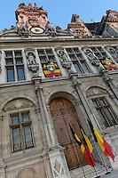 Facade de l'Hotel de Ville de Paris pavoisee aux couleurs de la Belgique - Hommage de Paris et des parisiens aux victimes belges des attentats de Bruxelles 22 mars 2016 - Place de l'Hotel de Ville de Paris - France