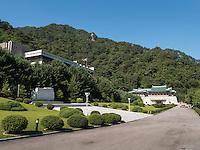 Gebäude der Freundschaftsaustellung in den Myohyang-Bergen, Nordkorea, Asien<br /> building of friendship exhibition in Myoohyang-Mountains, North Korea, Asia
