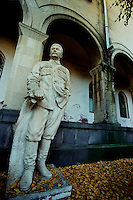 GORI / GEORGIA .STATUA DI STALIN NEL PARCO ANNESSO AL MUSEO COSTRUITO DOPO LA MORTE DELLO STATISTA GEORGIANO (5 MARZO 1953) PER RICORDARE GLI ANNI DEL SUO POTORE E DELLA VITTORIA SUL NAZISMO..FOTO LIVIO SENIGALLIESI..GORI / GEORGIA.STATUE OF STALIN IN THE PARK THE MUSEUM ANNEX BUILT AFTER HIS DEATH (March 5, 1953) TO REMEMBER THE YEARS OF ITS POWER AND VICTORY ON NAZI REGIME..PHOTO LIVIO SENIGALLIESI