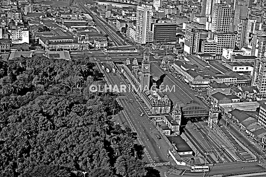 Aerea da Estaçao e Jardim da Luz no centro da cidade. São Paulo. 1985. Foto de Juca Martins.