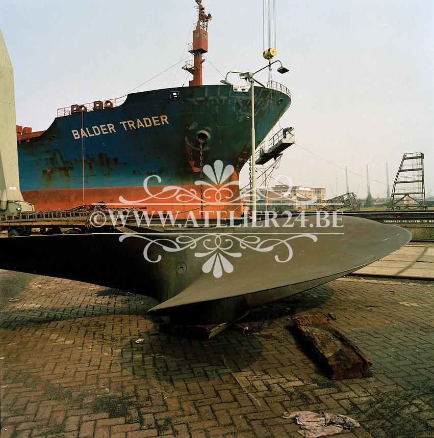 Augustus 1981.  Scheepswerf Mercantile Marine Engineering in Antwerpen.  Schip Balder Trader.