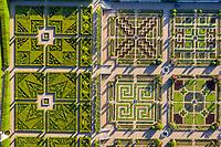 France, Indre-et-Loire (37), Villandry, jardins et château de Villandry, le jardin d'ornement et le potager (vue aérienne)
