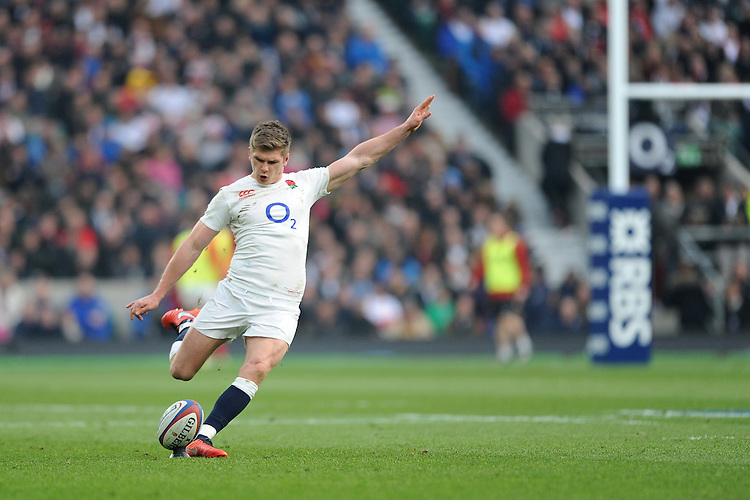 Owen Farrell of England takes a penalty kick during the RBS 6 Nations match between England and Wales at Twickenham Stadium on Saturday 12th March 2016 (Photo: Rob Munro/Stewart Communications)