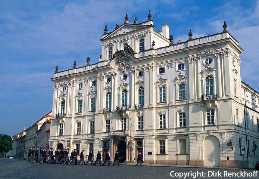 Hradschin-Platz, erzbischoefliches Palais, Prag, Tschechien, Unesco-Weltkulturerbe