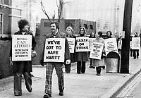 Toronto Metro teachers walk picket line<br /> <br /> Photo : Boris Spremo - Toronto Star archives - AQP