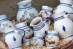 Deutschland, Bayern, Oberfranken, Bamberg: Steingutkruege als Souvenirs | Germany, Bavaria, Upper Franconia, Bamberg: stone ware jars for souvenirs