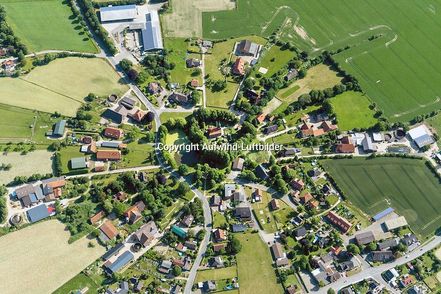 Rundling Brunstorf: EUROPA, DEUTSCHLAND, BRUNSTORF, SCHLESWIG HOLSTEIN (EUROPE, GERMANY), 22.06.2020: Brunstorf ist eine Gemeinde im Kreis Herzogtum Lauenburg in Schleswig-Holstein