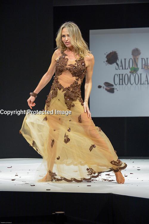 Tonya Kinzinger portant la robe de Elise Martimort et Hasnaa au Salon du Chocolat coiffure Franck Provost maquillage Make Up For Ever Paris 2017 - SALON DU CHOCOLAT 2017, 27/10/2017, PARIS, FRANCE