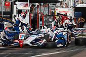 #15 Graham Rahal, Rahal Letterman Lanigan Racing Honda, pit stop