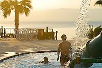 JORDANIEN , Hotelanlage mit swimmingpool , Dead Sea Spa Hotel am Toten Meer, der Wasserspiegel des Toten Meer sinkt dramatisch durch uebermaessigen Wasserverbrauch aus dem Jordan Fluss durch Israel und Jordanien / JORDAN , Dead Sea Spa Hotel at dead sea , the water level of Dead sea is declining due to high water usage of Jordan river water