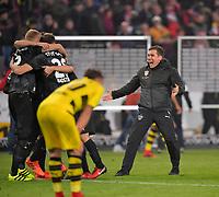 17.11.2017,  Football 1.Liga 2017/2018, 12. match day, VfB Stuttgart - Borussia Dortmund, in Mercedes Benz Arena Stuttgart.   dem Sieg: Trainer Hannes Wolf (re, Stuttgart) rennt uebergluecklich celebrationd aufs Feld. *** Local Caption *** © pixathlon<br /> <br /> +++ NED + SUI out !!! +++<br /> Contact: +49-40-22 63 02 60 , info@pixathlon.de