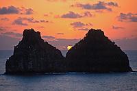 Entardecer na Ilha Dois Irmãos no Arquipélago de Fernando de Noronha. Foto de Juca Martins.