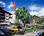 Austria, Tyrol, international Wintersport Resort Seefeld: also in summer a popular holiday resort, The Village Square with St. Oswald church | Oesterreich, Tirol, internationaler Wintersportort Seefeld: auch im Sommer ein beliebter Ferienort, im Zentrum der Dorfplatz mit St. Oswald Kirche