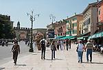 Italy, Veneto, Province Capital Verona: Cafes and Restaurants at west side of Piazza Bra across from the Amphitheatre Arena di Verona | Italien, Venetien, Provinzhauptstadt Verona: Restaurants und Cafes auf der Westseite der Piazza Bra gegenueber dem Amphitheater Arena di Verona