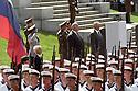 Helmut Kohl und Boris N. Jelzin bei der Militärparade zur Verabschiedung der russischen Streitkräfte aus Deutschland am sowjetischen Ehrenmal in Berlin-Treptow. Berlin, 31.08.1994