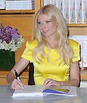 """Gwyneth Paltrow Signs Copies Of """"My Father's Daughter: Delicious, Easy Recipes Celebrating Family & Togetherness"""" at Williams-Sonoma in Beverly Hills, California on April 21,2011                                                                               © 2011 Hollywood Press Agency"""