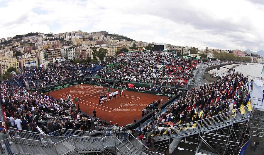 - NAPOLI 5 APR -   Seconda  giornata della sfida di Coppa Davis tra Italia e Gran Bretagna, nella foto   il doppio tra  FAbio Fognini/Simone Bonelli contro Andy Murray Colin Fleming. NELLA FOTO PANORAMICHE DELL'ARENA DEL TENNIS IN VIA CARACCIOLO