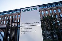 Mitarbeiter von Siemens in Berlin protestierten am Freitag den 17. November 2017 vor der Hauptverwaltung gegen die Schliessung des Dynamowerk und die Entlassung von mehreren tausend Mitarbeitern in ganz Deutschland. Laut Firmenleitung sind die betroffenen Betriebsteile nicht mehr wirtschaftlich.<br /> Im Bild: Das Siemens-Dynamowerk.<br /> 17.11.2017, Berlin<br /> Copyright: Christian-Ditsch.de<br /> [Inhaltsveraendernde Manipulation des Fotos nur nach ausdruecklicher Genehmigung des Fotografen. Vereinbarungen ueber Abtretung von Persoenlichkeitsrechten/Model Release der abgebildeten Person/Personen liegen nicht vor. NO MODEL RELEASE! Nur fuer Redaktionelle Zwecke. Don't publish without copyright Christian-Ditsch.de, Veroeffentlichung nur mit Fotografennennung, sowie gegen Honorar, MwSt. und Beleg. Konto: I N G - D i B a, IBAN DE58500105175400192269, BIC INGDDEFFXXX, Kontakt: post@christian-ditsch.de<br /> Bei der Bearbeitung der Dateiinformationen darf die Urheberkennzeichnung in den EXIF- und  IPTC-Daten nicht entfernt werden, diese sind in digitalen Medien nach §95c UrhG rechtlich geschuetzt. Der Urhebervermerk wird gemaess §13 UrhG verlangt.]