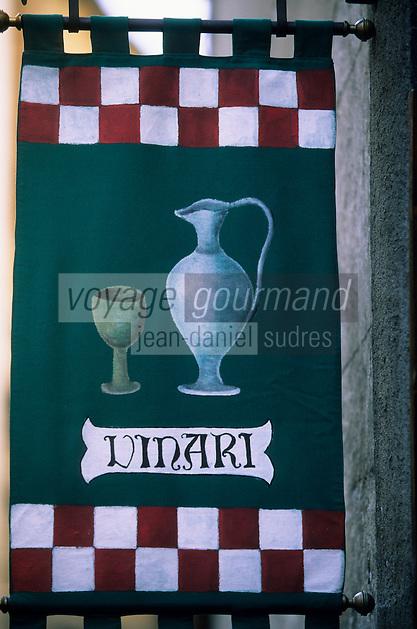 """Europe/Italie/Ombrie/Orvieto : Enseigne d'une boutique de vins fins """"Vinari"""""""