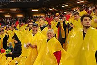 Fans in den Choreoplastiken - Hamburg 08.10.2021: Deutschland vs. Rumänien, Volksparkstadion Hamburg