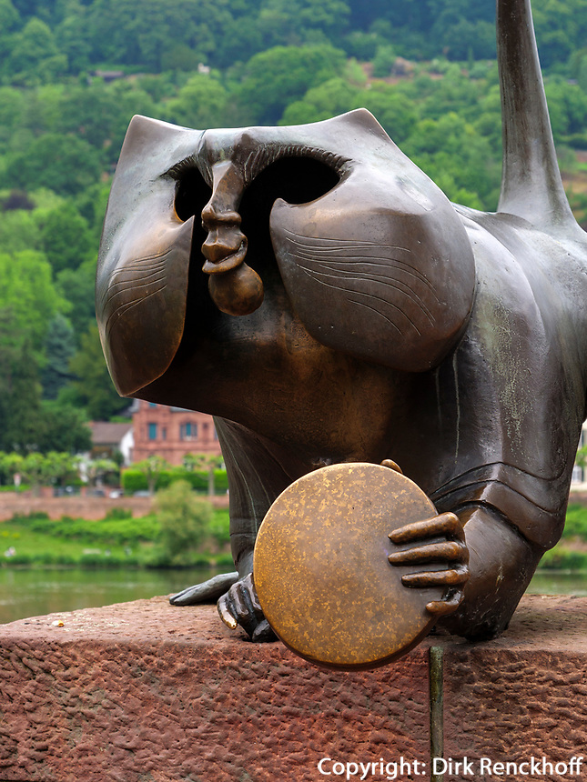 Brückenaffe, Skulptur bei alter Brücke, Heidelberg, Baden-Württemberg, Deutschland, Europa<br /> bridge-monky, Scculpture near Old Bridge, Heidelberg, Baden-Wuerttemberg, Germany, Europe