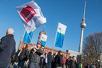 Ganztaegiger Warnstreik der Berliner Stadtreinigung (BSR) und Berliner Wasserbetriebe (BWB) am Freitag den 6. April 2018.<br /> Nach zwei erfolglosen Verhandlungsrunden fuer die 2,4 Millionen Beschaeftigten von Bund und Kommunen gingen die Beschaeftigten der BSR und BWB in Berlin auf die Strasse. Die Dienstleistungsgewerkschaft ver.di fordert in der laufenden Tarifrunde Gehaltserhoehungen von 6 Prozent, mindestens aber 200 Euro monatlich, die Erhoehung der Ausbildungsverguetung um 100 Euro, sowie Regelungen zur Uebernahme von Auszubildenden und Angleichung des Erholungsurlaubes an das Niveau der Beschaeftigten.<br /> 6.4.2018, Berlin<br /> Copyright: Christian-Ditsch.de<br /> [Inhaltsveraendernde Manipulation des Fotos nur nach ausdruecklicher Genehmigung des Fotografen. Vereinbarungen ueber Abtretung von Persoenlichkeitsrechten/Model Release der abgebildeten Person/Personen liegen nicht vor. NO MODEL RELEASE! Nur fuer Redaktionelle Zwecke. Don't publish without copyright Christian-Ditsch.de, Veroeffentlichung nur mit Fotografennennung, sowie gegen Honorar, MwSt. und Beleg. Konto: I N G - D i B a, IBAN DE58500105175400192269, BIC INGDDEFFXXX, Kontakt: post@christian-ditsch.de<br /> Bei der Bearbeitung der Dateiinformationen darf die Urheberkennzeichnung in den EXIF- und  IPTC-Daten nicht entfernt werden, diese sind in digitalen Medien nach §95c UrhG rechtlich geschuetzt. Der Urhebervermerk wird gemaess §13 UrhG verlangt.]