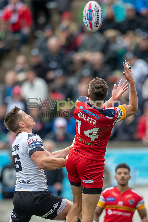 Picture by Kevin Sousa/SWpix.com - 07/10/2018 - Rugby League - Betfred Super League - The Qualifiers - Million Pound Game - Toronto Wolfpack v London Broncos - Lamport Stadium, Toronto, Canada - Alex Walker #14 of the London Broncos attempts to catch the ball.