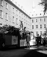 Defile de la vierge marie, le 1er mai, a Lachine,  vers 1950 (date exacte inconnue)