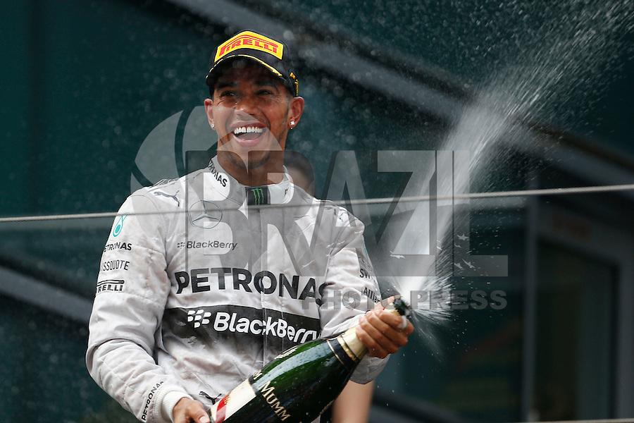 SHANGHAI, CHINA, 20.04.2014 - FORMULA 1 - GP DA CHINA -  O piloto da Mercedes, o britânico Lewis Hamilton comemora vitória no GP da China de Fórmula 1, realizada no circuito internacional de Xangai, neste domingo, 20. (Foto: Pixathlon / Brazil Photo Press).