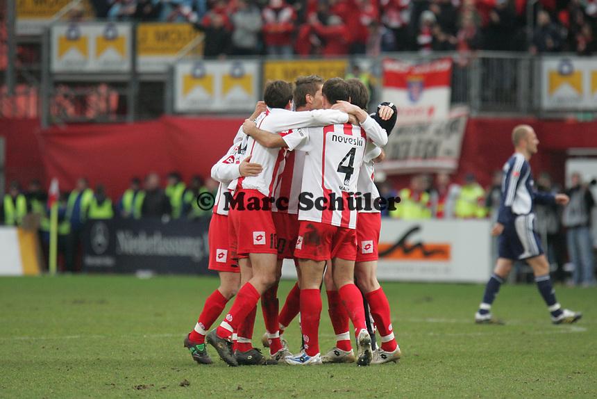 Siegesjubel FSV Mainz 05 - Christian Demirtas, Manuel Friedrich, Nikolce Noveski, Ranisav Jovanovic +++ Marc Schueler +++ 1. FSV Mainz 05 vs. 1. FC Nuernberg, 24.02.2007, Stadion am Bruchweg Mainz +++ Bild ist honorarpflichtig. Marc Schueler, Kreissparkasse Grofl-Gerau, BLZ: 50852553, Kto.: 8047714