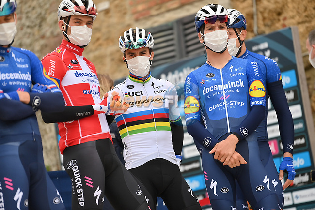 World Champion Julian Alaphilippe (FRA) and Deceuninck-Quick Step at sign on before the start of Stage 3 of Tirreno-Adriatico Eolo 2021, running 219km from Monticiano to Gualdo Tadino, Italy. 12th March 2021. <br /> Photo: LaPresse/Gian Mattia D'Alberto | Cyclefile<br /> <br /> All photos usage must carry mandatory copyright credit (© Cyclefile | LaPresse/Gian Mattia D'Alberto)