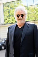 Roland MAGDANE arrive au studio Gabriel pour enregistrement de Vivement Dimanche TF1 - Paris, France, 12/4/2017
