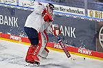 Muenchens Kevin Reich (Nr.35) am Puck beim Spiel des MAGENTA SPORT CUP 2020, Adler Mannheim (blau) - EHC Red Bull Muenchen (weiss).<br /> <br /> Foto © PIX-Sportfotos *** Foto ist honorarpflichtig! *** Auf Anfrage in hoeherer Qualitaet/Aufloesung. Belegexemplar erbeten. Veroeffentlichung ausschliesslich fuer journalistisch-publizistische Zwecke. For editorial use only.
