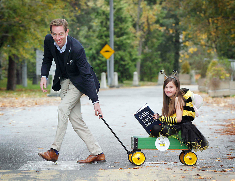Ryan Tubridy today launched the 2013Eason Spelling Bee in association withRTÉ2fm'sTubridywith the help of buzzing bee Molly Whelan aged 7 from Naas, Co Kildare..Pic: Robbie Reynolds/Corporate PR Photography.
