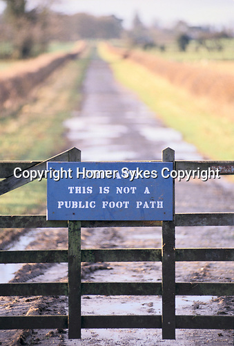 'PRIVATE THIS IS NOT A PUBLIC FOOTPATH' SIGN, GREAT BRINGTON NR ALTHORP HOUSE, 1998