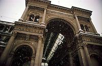 Gennaio 2009, nevicata su Milano. Galleria Vittorio Emanuele in Piazza Duomo --- January 2009, snowfall in Milan. Galleria Vittorio Emanuele in Duomo square