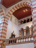 Östliches Querschiff in ottonischer Kirche St. Michaelis in Hildesheim, Niedersachsen, Deutschland, Europa, UNESCO Weltkulturerbe<br /> Eastern transept of Ottononian St. Michael's church in Hildesheim, Lower Saxony, Germany, Europe, UNESCO Heritage Site