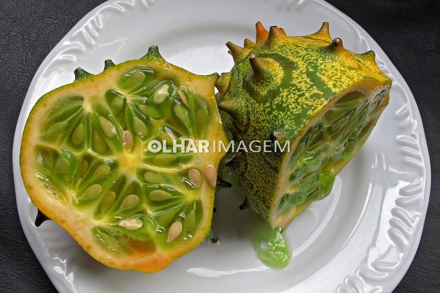 Alimentos. Frutas. kiwano (Cucumis metuliferus). Foto de Manuel Lourenço.
