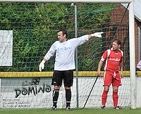 SV Moorsele : Matthias Wittouck in zijn doel met David Vervacke aan zijn 2de paal.foto VDB / BART VANDENBROUCKE