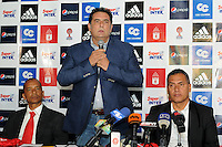 CALI -COLOMBIA-4-MAYO-2016. Presentación del nuevo cuerpo técnico del equipo de fútbol America de Cali :De izquierda a derecha: Carlos Salazar (Asistente técnico) , Oreste Sangiovanni (Presidente del América) , Hernán Torres (Director técnico ) , / Presentation of the new coaching soccer team America de Cali: From left to right: Carlos Salazar (Technical Assistant), Oreste Sangiovanni (President of America), Hernan Torres ( Coach). Photo: VizzorImage / Nelson Rios  / Staff