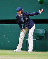London, England, 4th July, 2016, Tennis, Wimbledon, lineswoman at centercourt<br /> Photo: Henk Koster/tennisimages.com