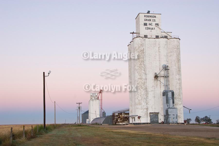 Robinson Grain Elevator Co. concrete grain elevators, morning