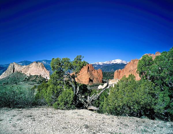 Pikes Peak and Garden of the Gods State Park, Colorado Springs, Colorado.