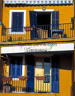 Spanien, Balearen, Mallorca, Port d'Andratx: farbiges Wohnhaus | Spain, Balearic Islands, Mallorca, Port d'Andratx: colourful residential building