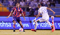 SAN PEDRO SULA, HONDURAS - SEPTEMBER 8: Tyler Adams #4 of the United States turns and moves with the ball during a game between Honduras and USMNT at Estadio Olímpico Metropolitano on September 8, 2021 in San Pedro Sula, Honduras.