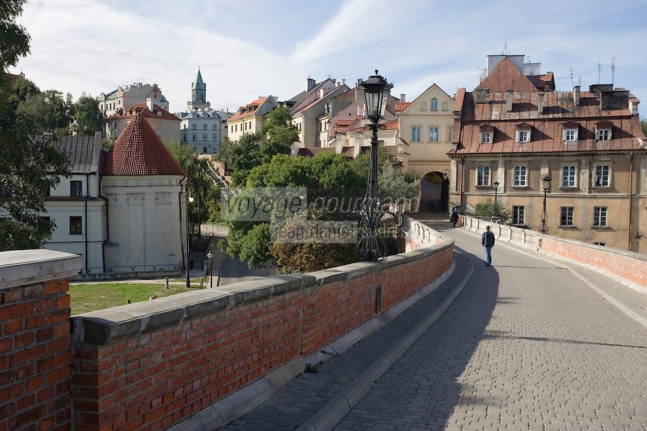 Europe/Pologne/Lublin: la vieille ville vue e depuis la rue Grodzka Zamkowa qui méne du chateau à la porte Grodzka